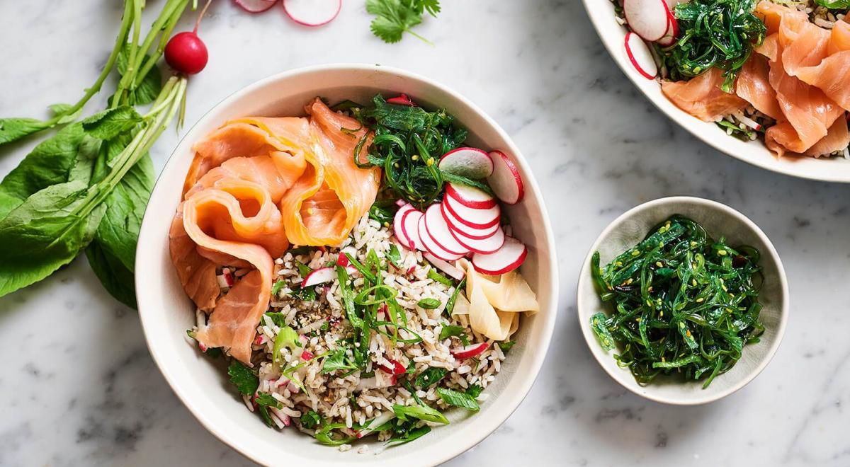 12 rijstsalade recepten om de zomer mee door te komen