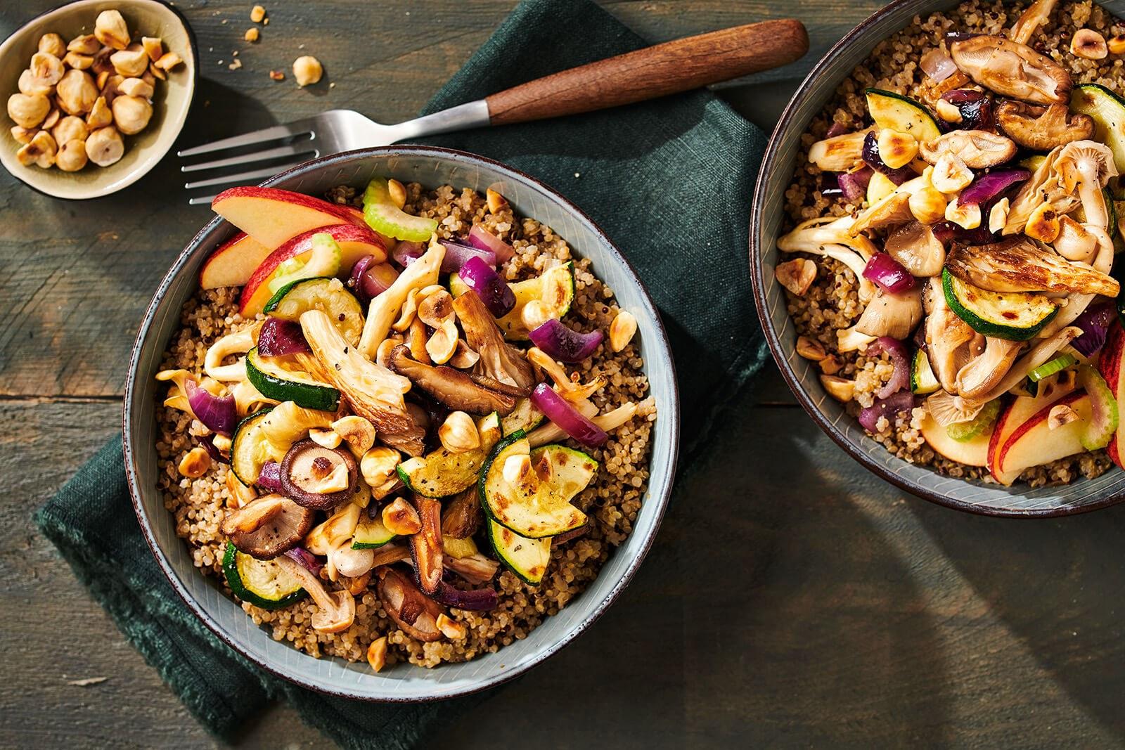 Voorgestoomde quinoa met appel, bleekselderij en paddenstoelen