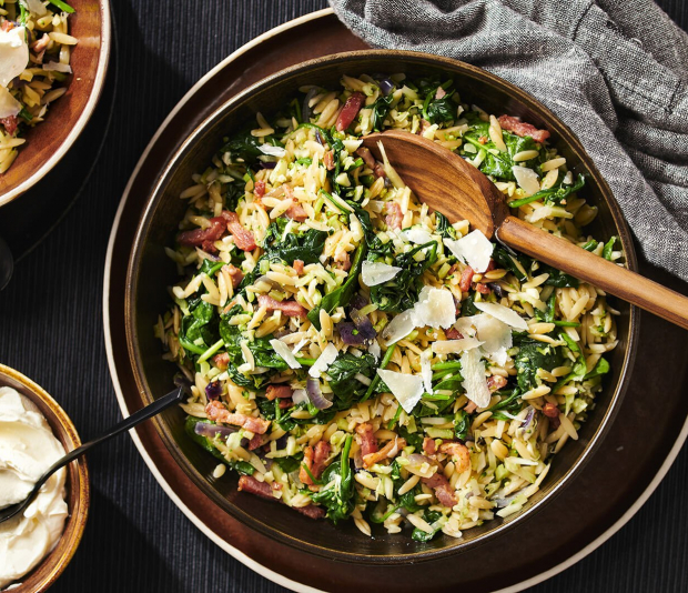 Italiaanse orzo-risotto met spekjes en mascarpone