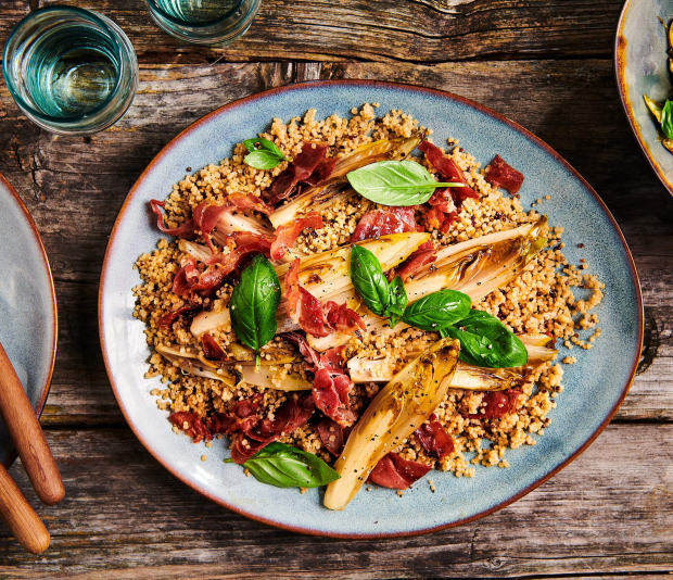 Voorgestoomde quinoa met gekarameliseerde witlof