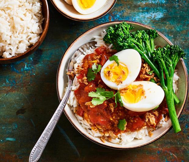 Tomatencurry met eieren | Recept