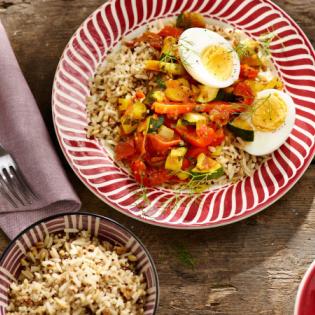 Eieren in Mediterrane groentesaus