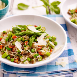 Rijst-linzenmix  met doperwtjes en groene asperges