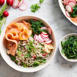 Japanse rijstsalade met zalm