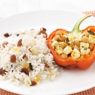 Paprika gevuld  met noten-rozijnenrijst