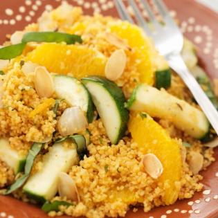 Marokkaanse couscous  met courgette en sinaasappel
