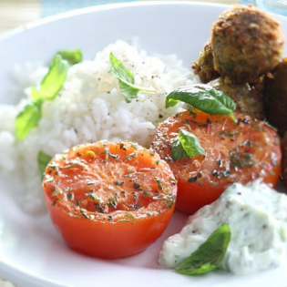 Falafel met geroosterde tomaat en komkommeryoghurt