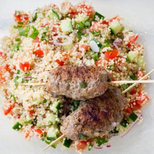 Mediterrane salade  met quinoa en gerookte kip