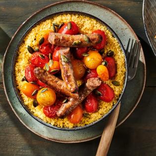 Couscous met chipolataworstjes en tomaat chipolataworstjes, gember en tomaat