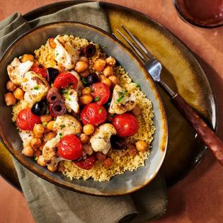Gebakken bloemkool met kikkererwten tomaatjes en olijven
