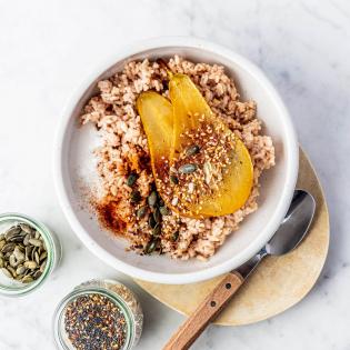 Rijstepap met gekarameliseerde peer