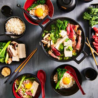 Japanse sukiyaki hotpot met entrecôte, shiitake en tofu