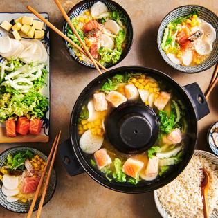 Japanse zalm hotpot met chinese kool, rettich en mais