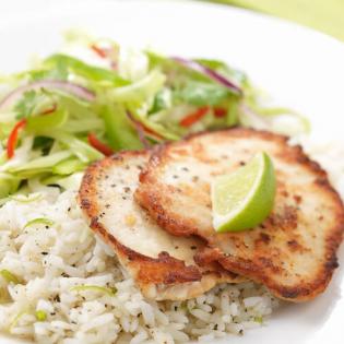Kalfsschnitzels  met spitskoolsalade en limoenrijst