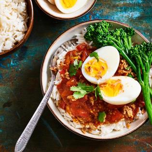 Tomatencurry met eieren | Recept met eieren