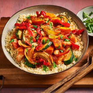 Groentetajine met reuzenbonen en couscous