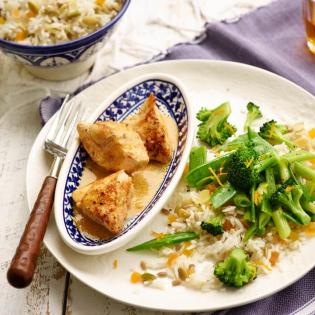 Kip met tahinsaus en groene groenten
