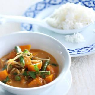 Thaise curry van pompoen, sperzieboontjes en taugé