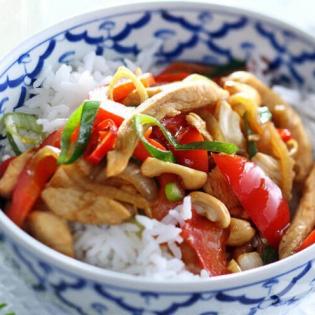 Thaise kip met paprika en cashewnoten