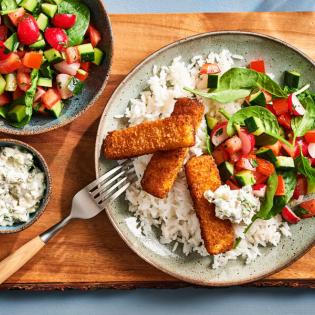 Pandanrijst met vissticks remouladesaus en knapperige salade