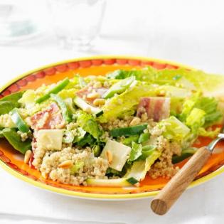 Caesarsalade van quinoa, bacon en paprika