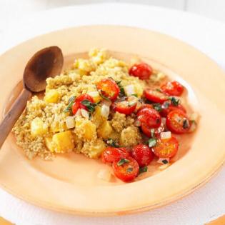 Schotel van aardappel, quinoa en tomaat