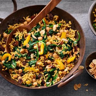 Spinazie, rozijnen kikkererwten Paella