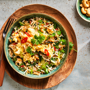 Pad Thai van rijst met paksoi en cashewnoten