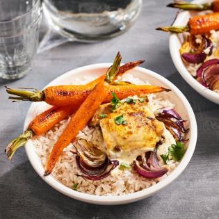 Kerriekip met geroosterde wortel