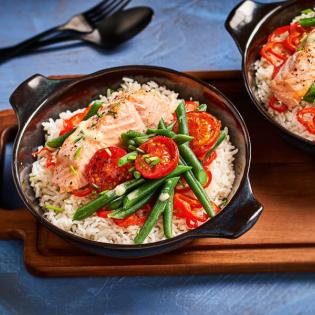 Zalm met kruidenboter en tomaat uit de oven